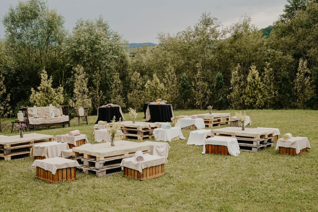 outdoor wedding tables set up